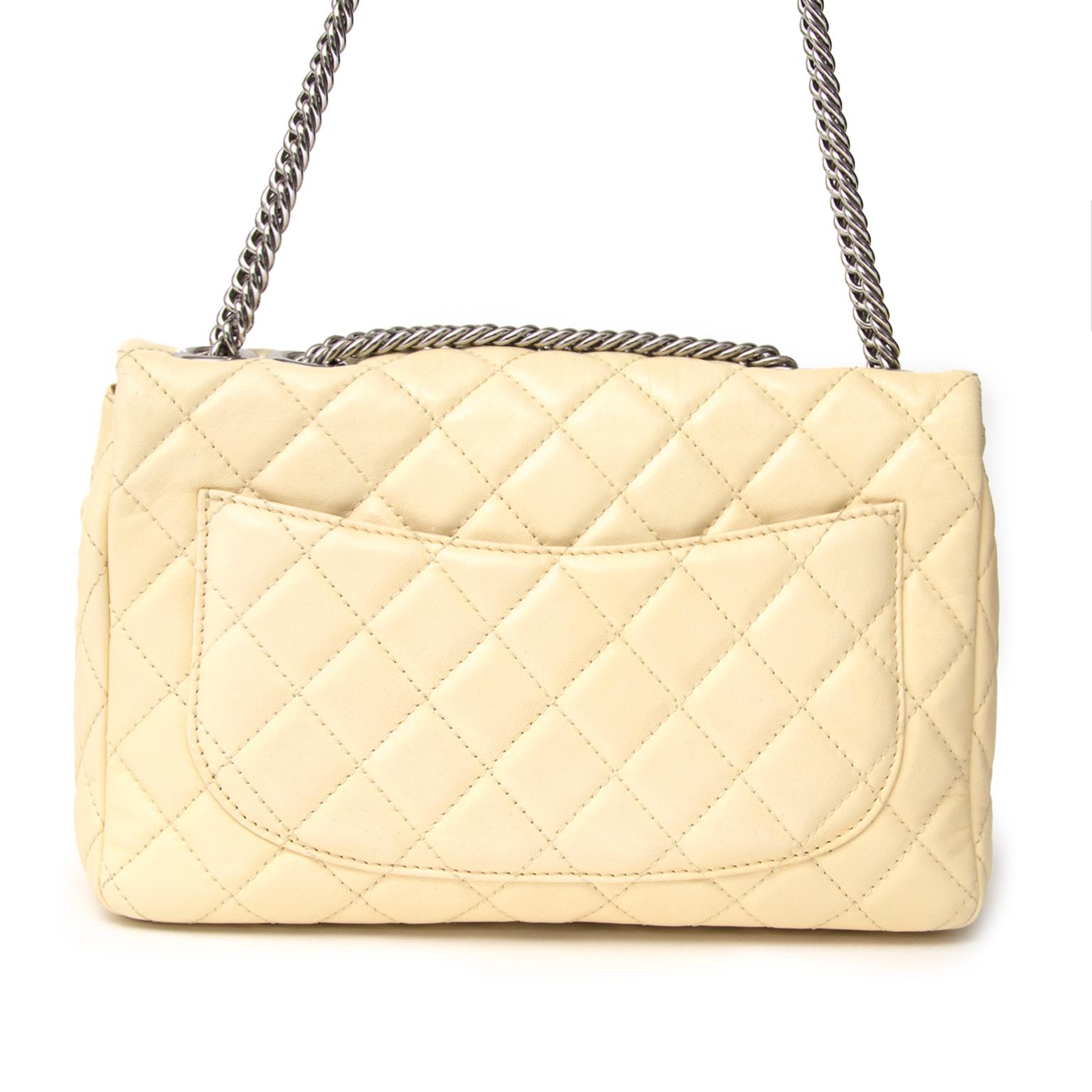 466a27d5b4c9 ... luxury Koop online bij Labellov tweedehands handtas Chanel flap bag in  beige met silver