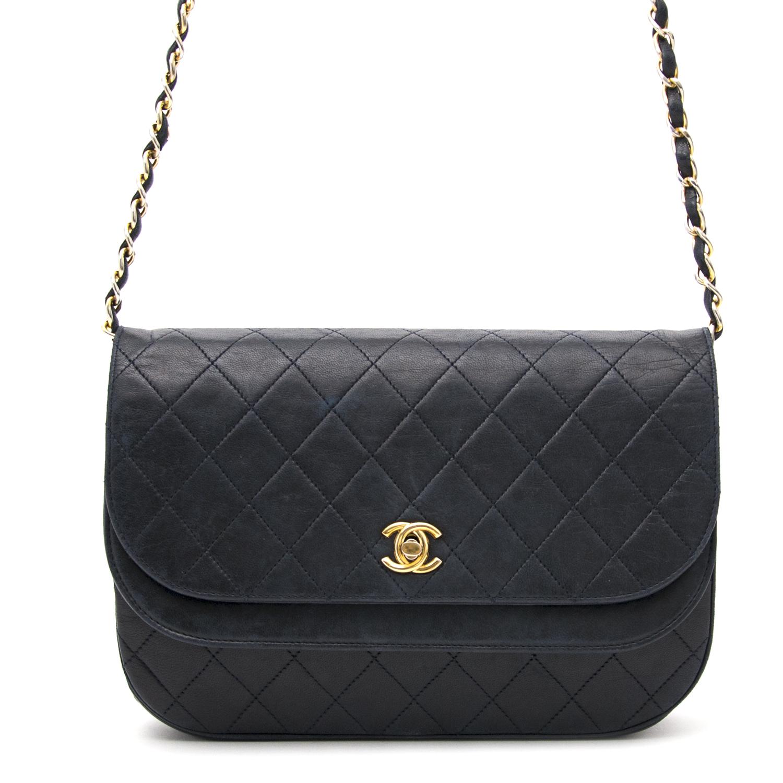 shop safe online secondhand desigener Chanel Vintage Dark Blue Flap Bag best price worldwide shippinng online webshop labellov.Com