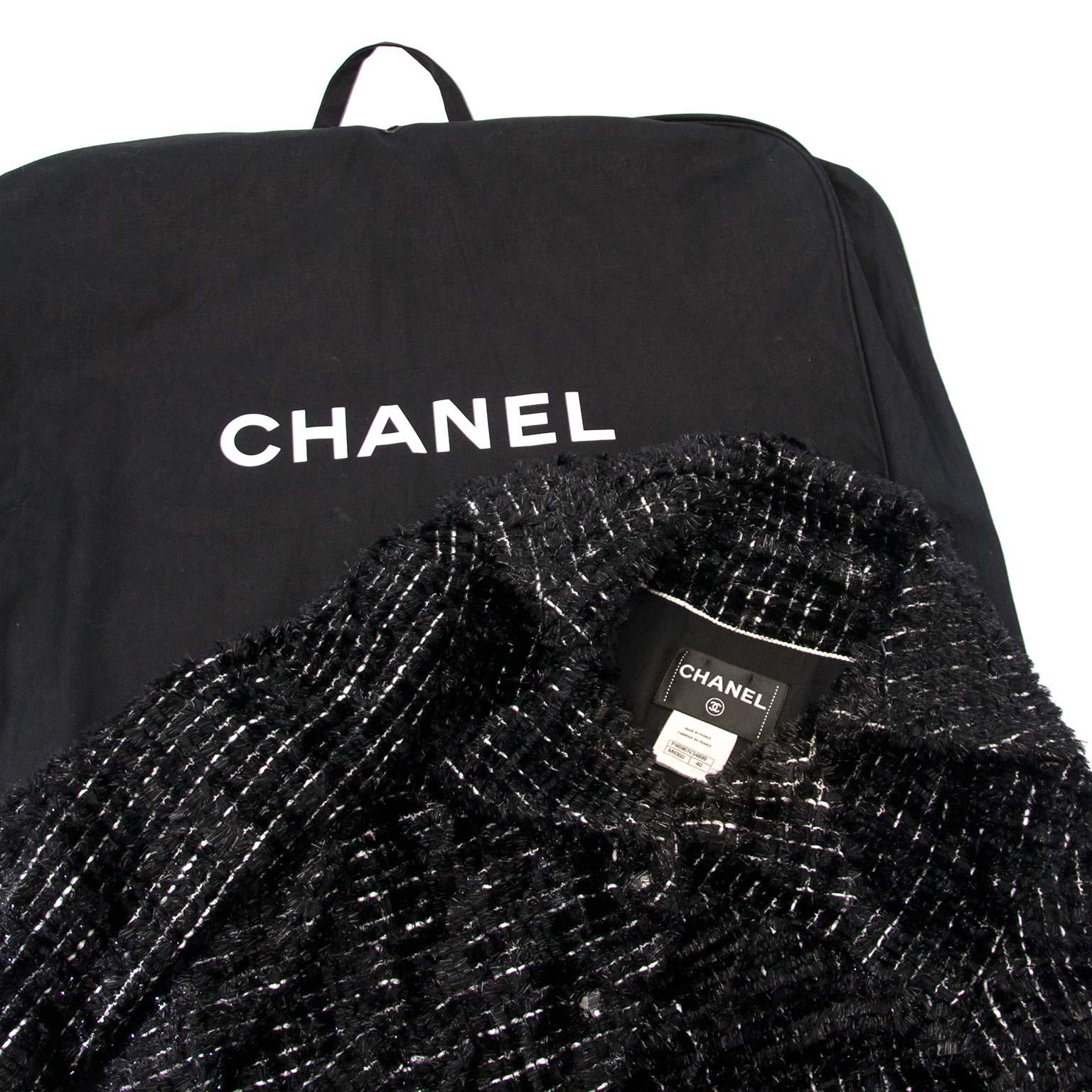 acheter en ligne chez labellov.com Chanel Black Vest Model Chanel Fashion Week 2013