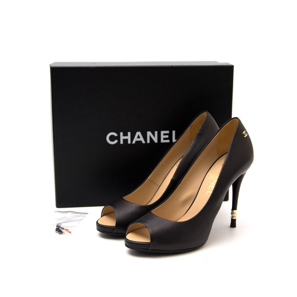 We buy and sell your Chanel Black Pearl Pumps for the best price with worldwide shipping