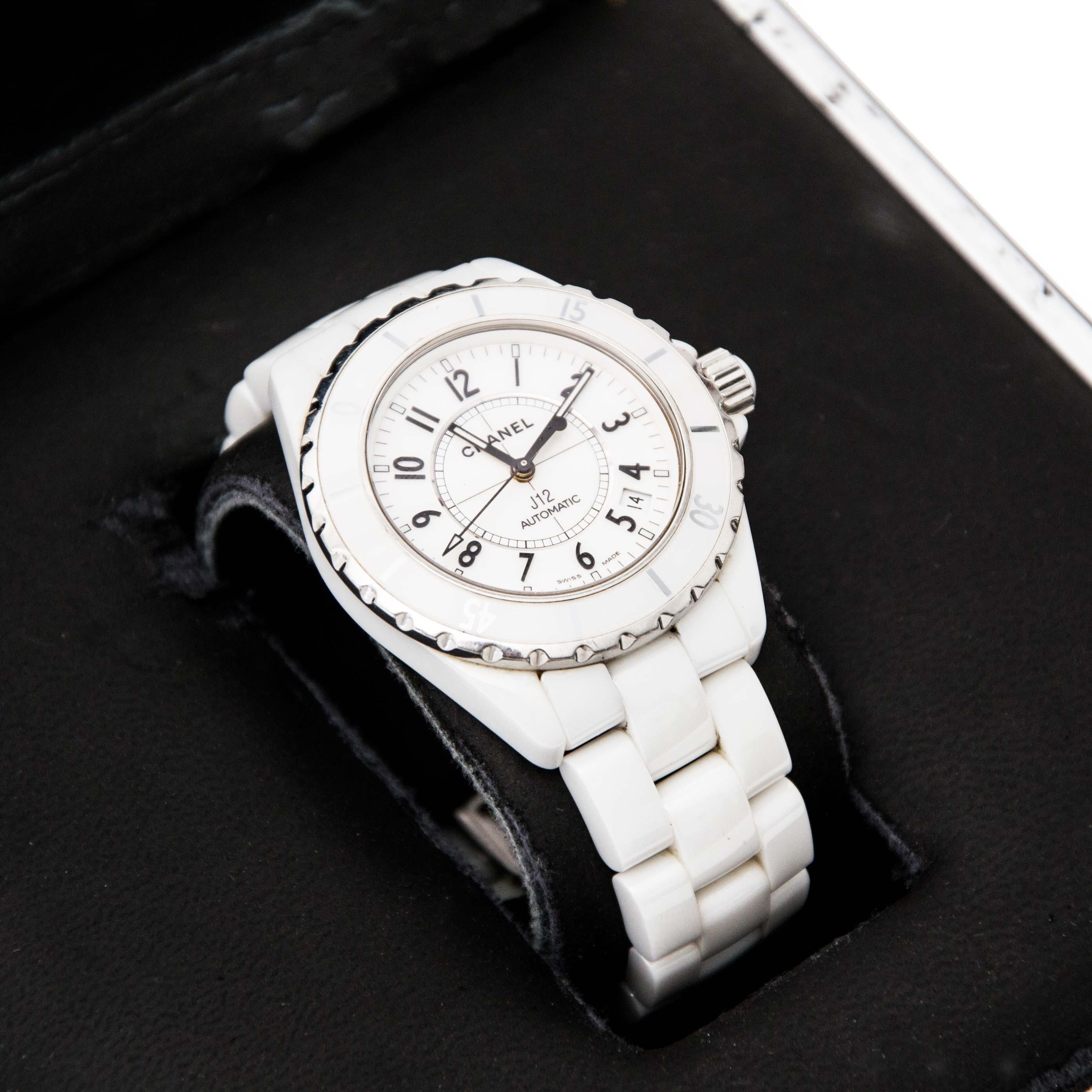 Op zoek naar tweedehands Chanel J12 keramisch wit