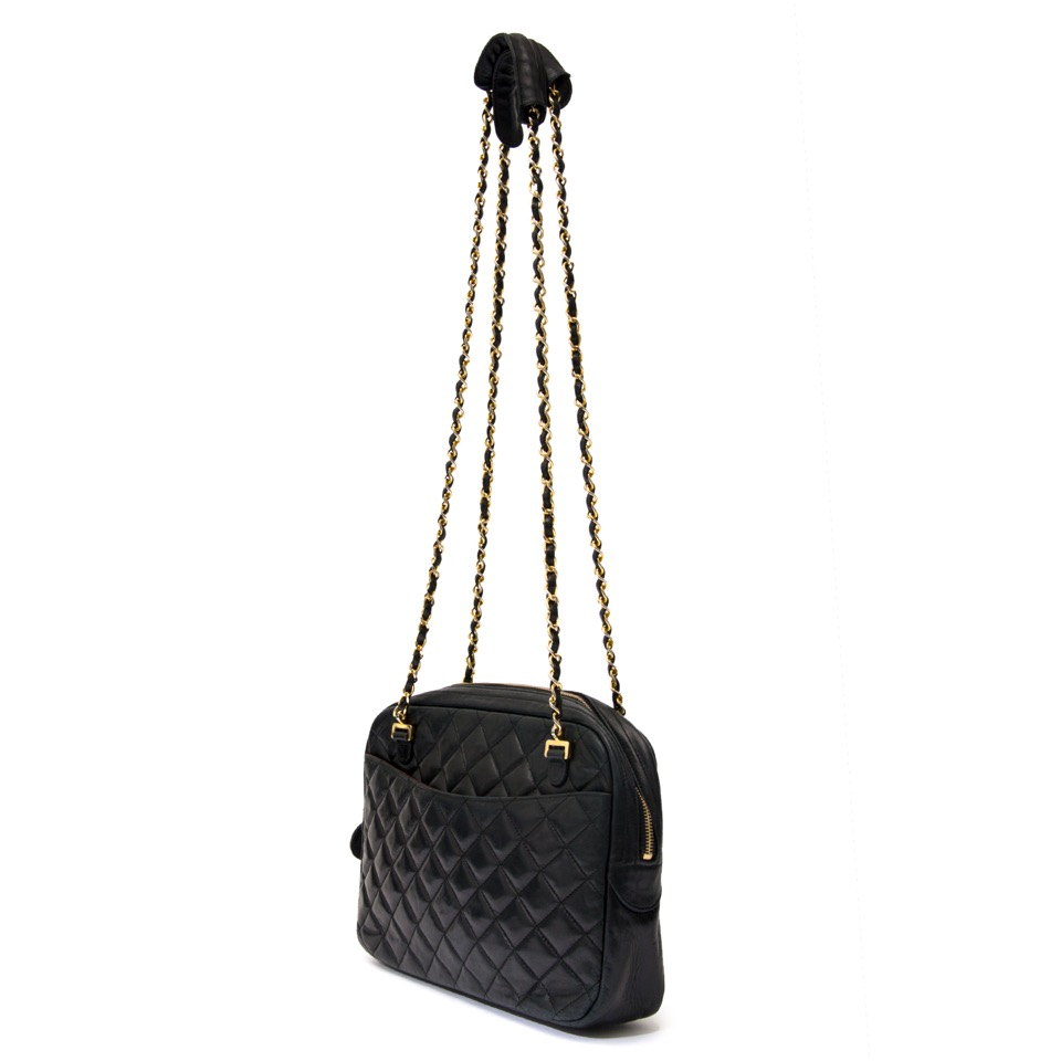 6e4e827f146a Buy and sell your Chanel Black Quilted Chain Bag Op zoek aan een  authentieke Chanel Black Quilted Chain Bag? Surf naar Labellov Designer  Vintage