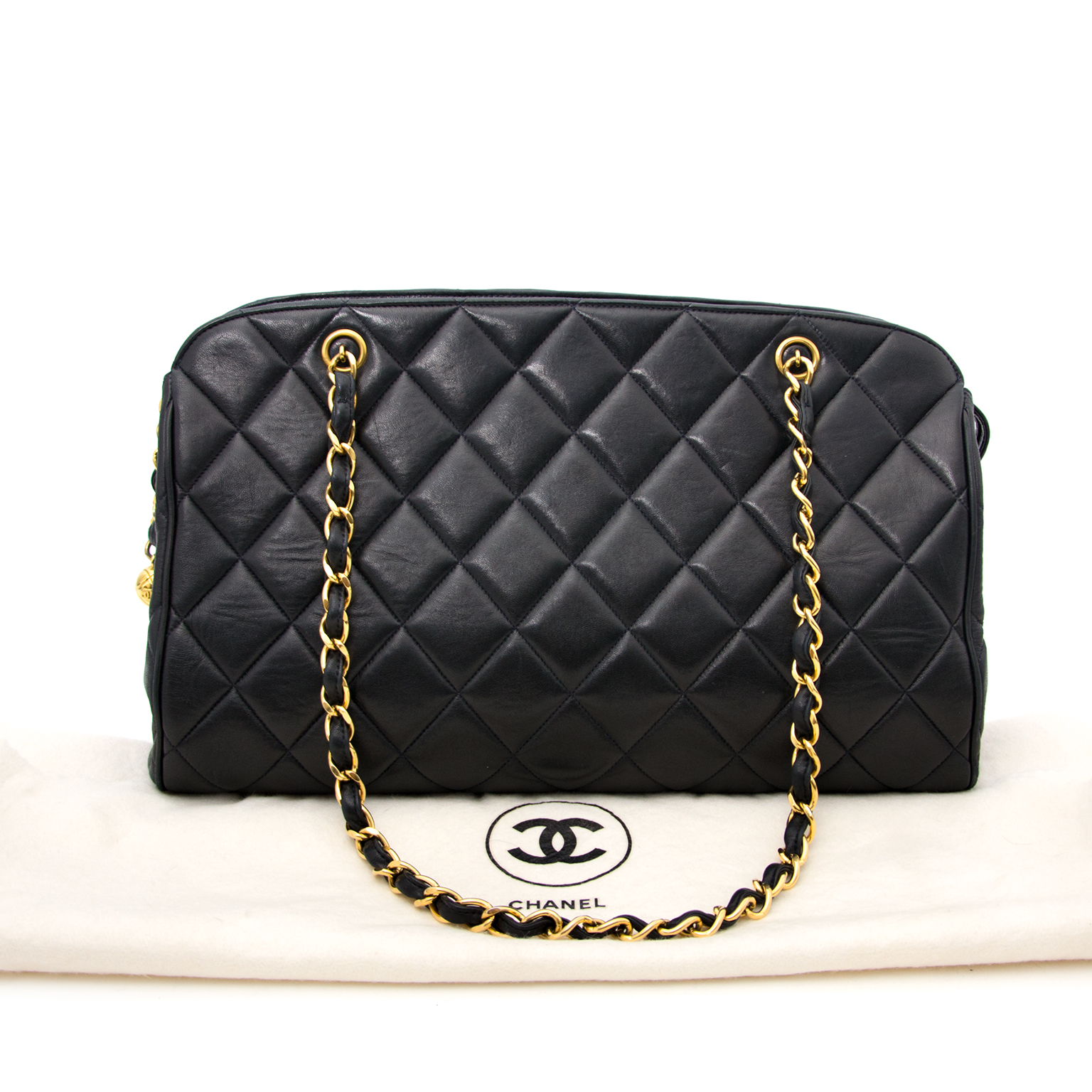 Acheter chanel quilted sac a epole en cuir chez labellov.com pour le meilleur prix.
