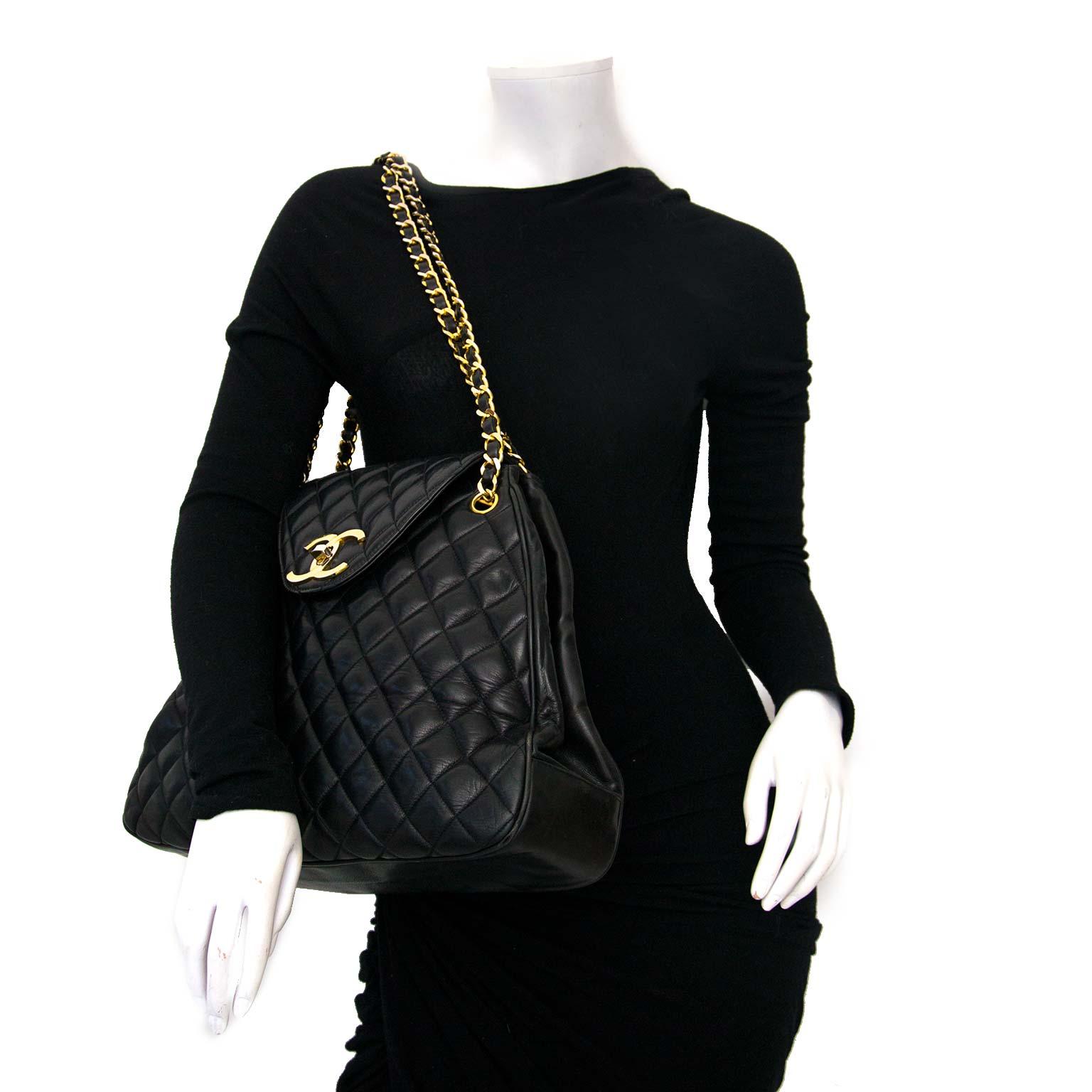 koop online tegen de beste prijs jou tweedehands Chanel Black Vintage Triangle Flap Bag