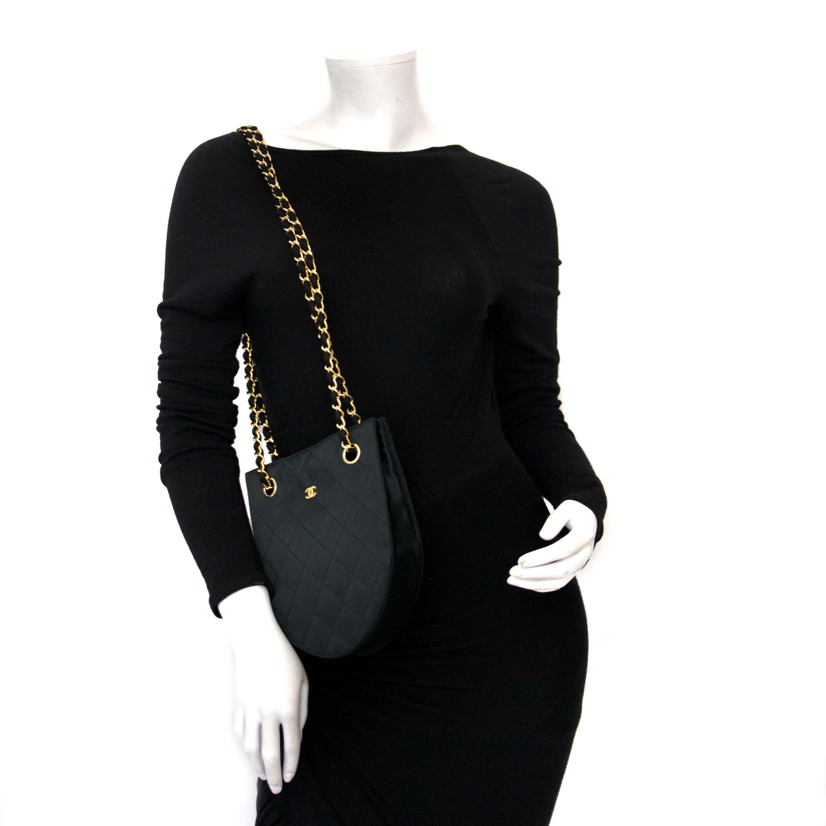 koop online voor de beste prijs Chanel Vintage Silk Shouder Bag