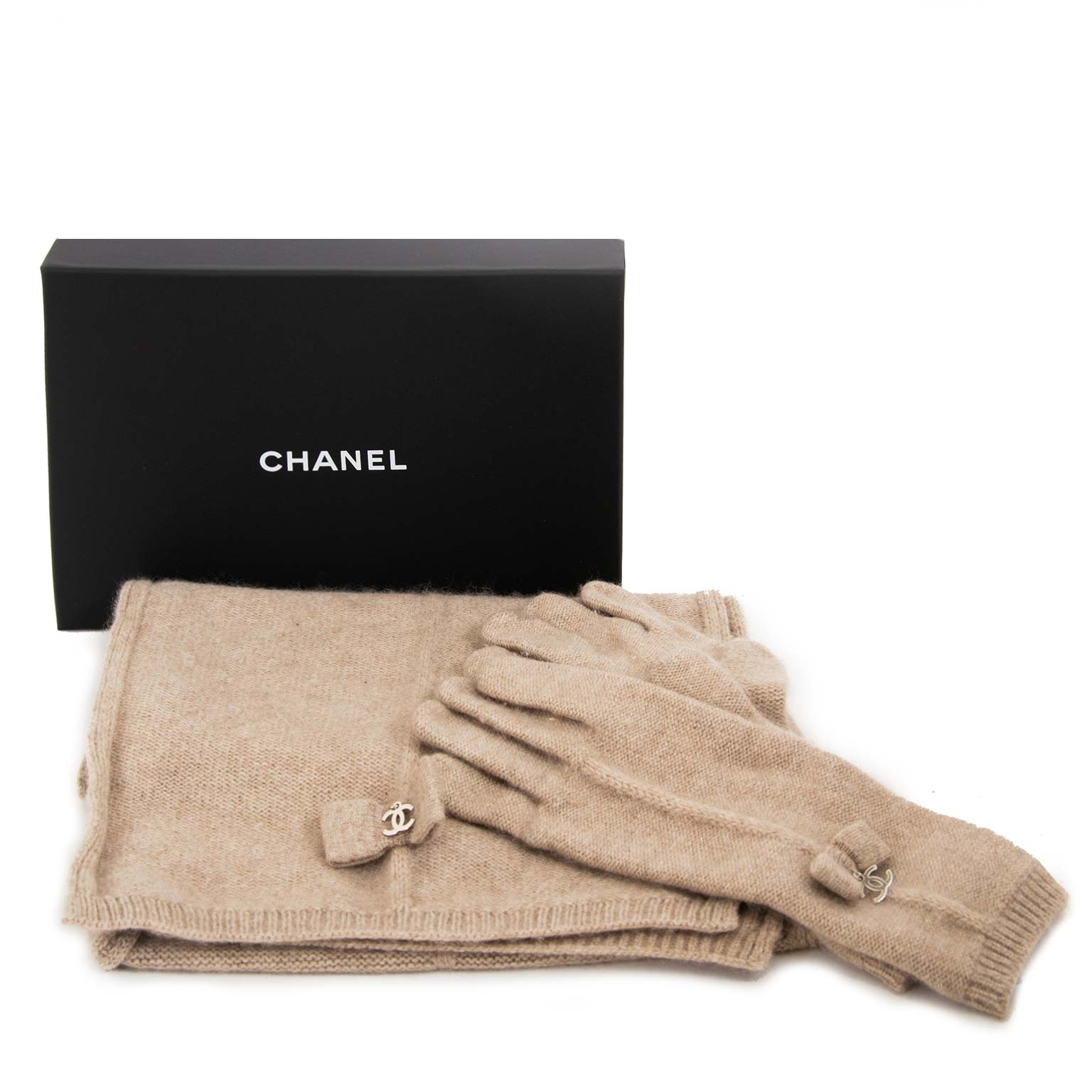 chanel set beige scarf and gloves now for sale at labellov vintage fashion webshop belgium