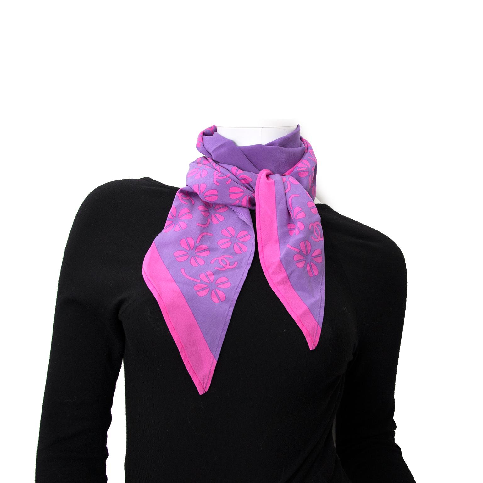 acheter enligne pour le meilleur prix echarpes Chanel Purple and Pink Silk Foulard