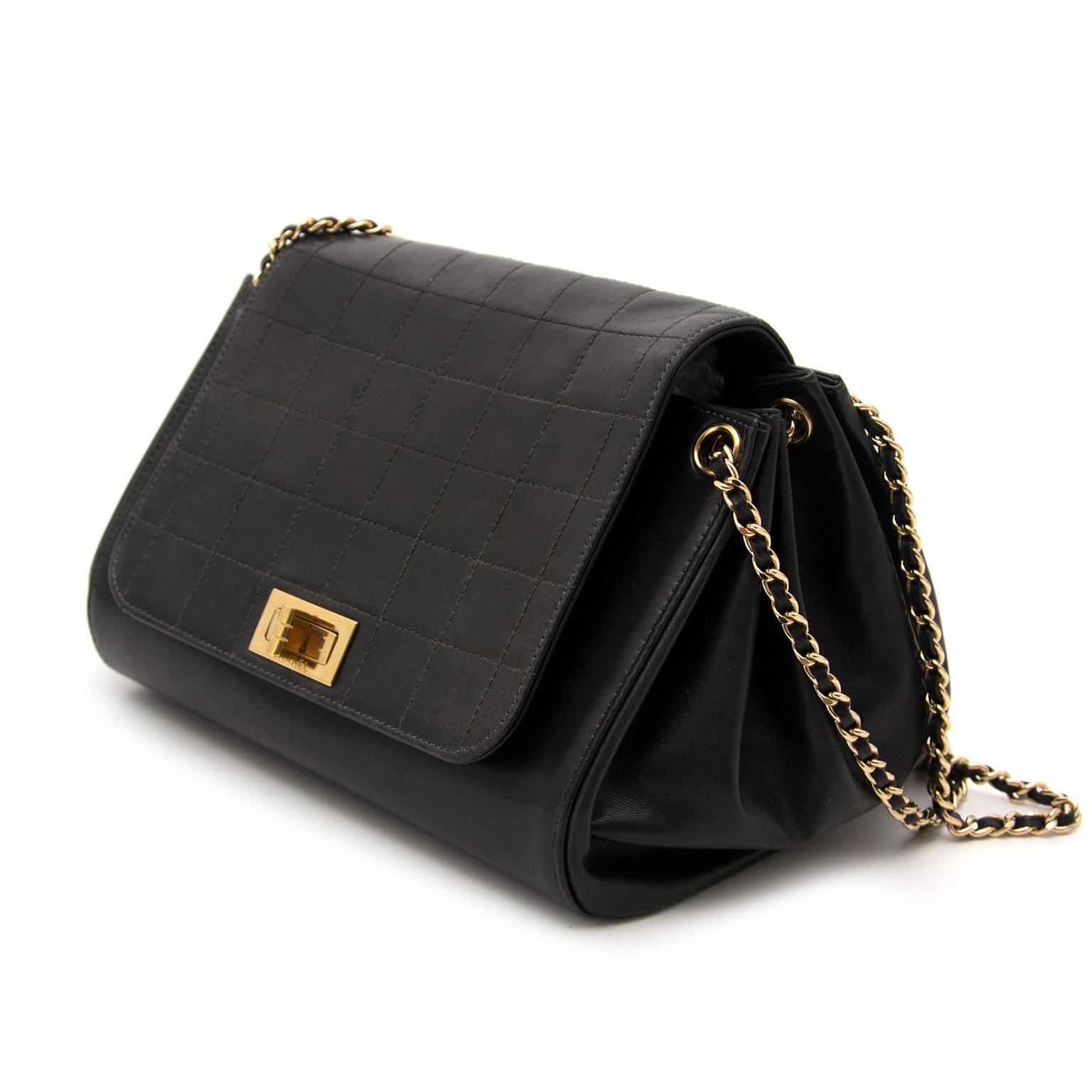 ... chanel black reissue lock flap bag nu te koop bij labellov tegen de  beste prijs 0dc1bd8090