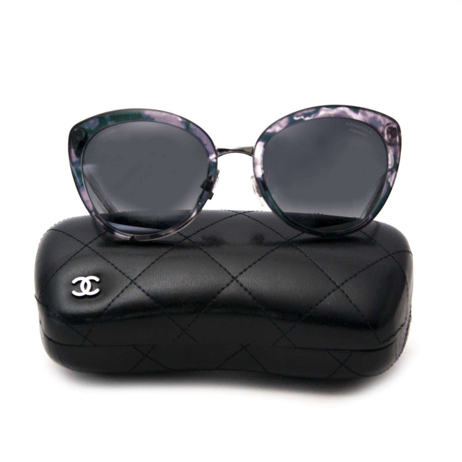 Chanel Butterfly Summer Polarized Sunglasses Buy authentic designer Chanel secondhand sunglasses at Labellov at the best price. Safe and secure shopping. Koop tweedehands authentieke Chanel zonnebrillen bij designer webwinkel labellov.
