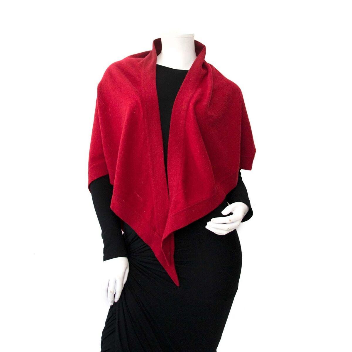 Koop authentieke tweedehands Chanel Sjaal aan een eerlijke prijs bij LabelLOV. Veilig online shoppen.