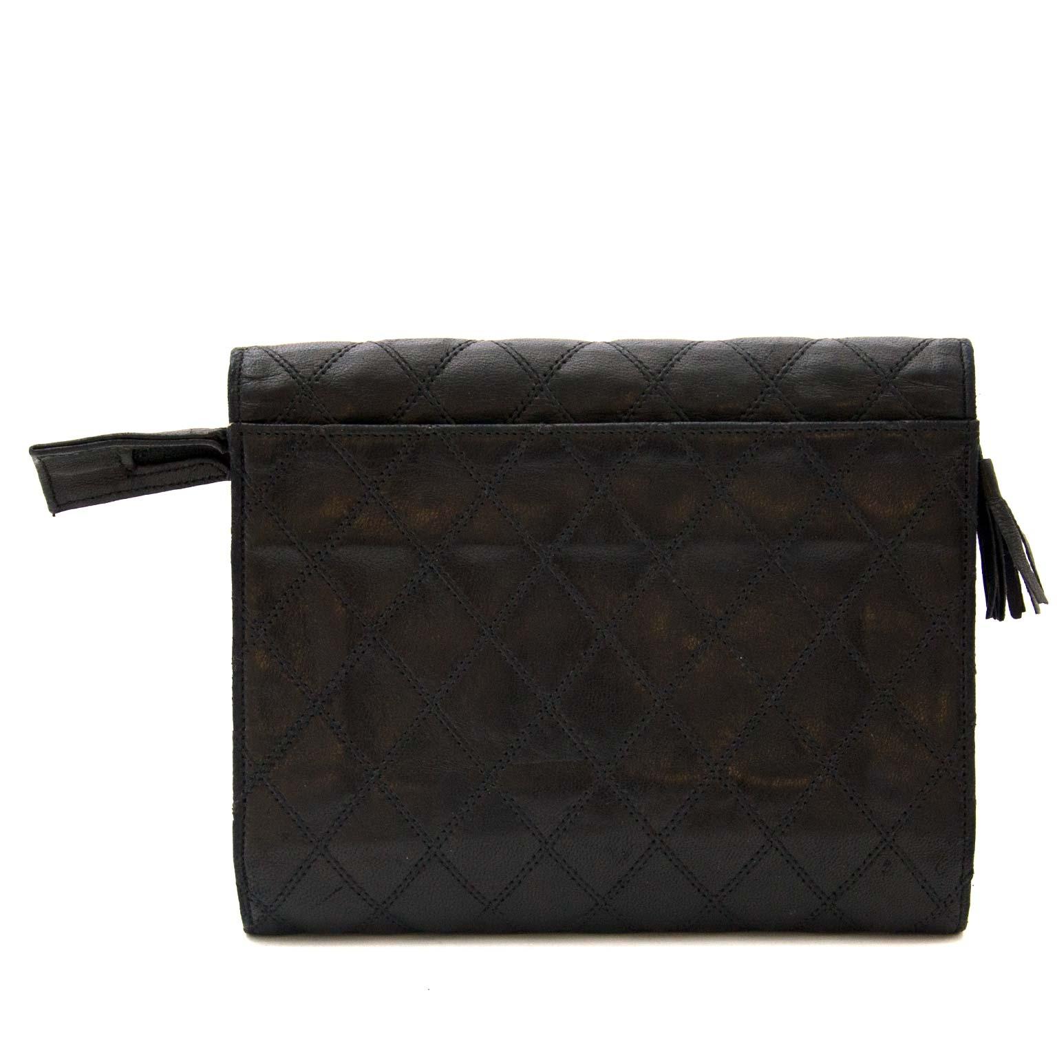 achetez Chanel Black Vintage Lambskin Pochette/Wallet  sur labellov