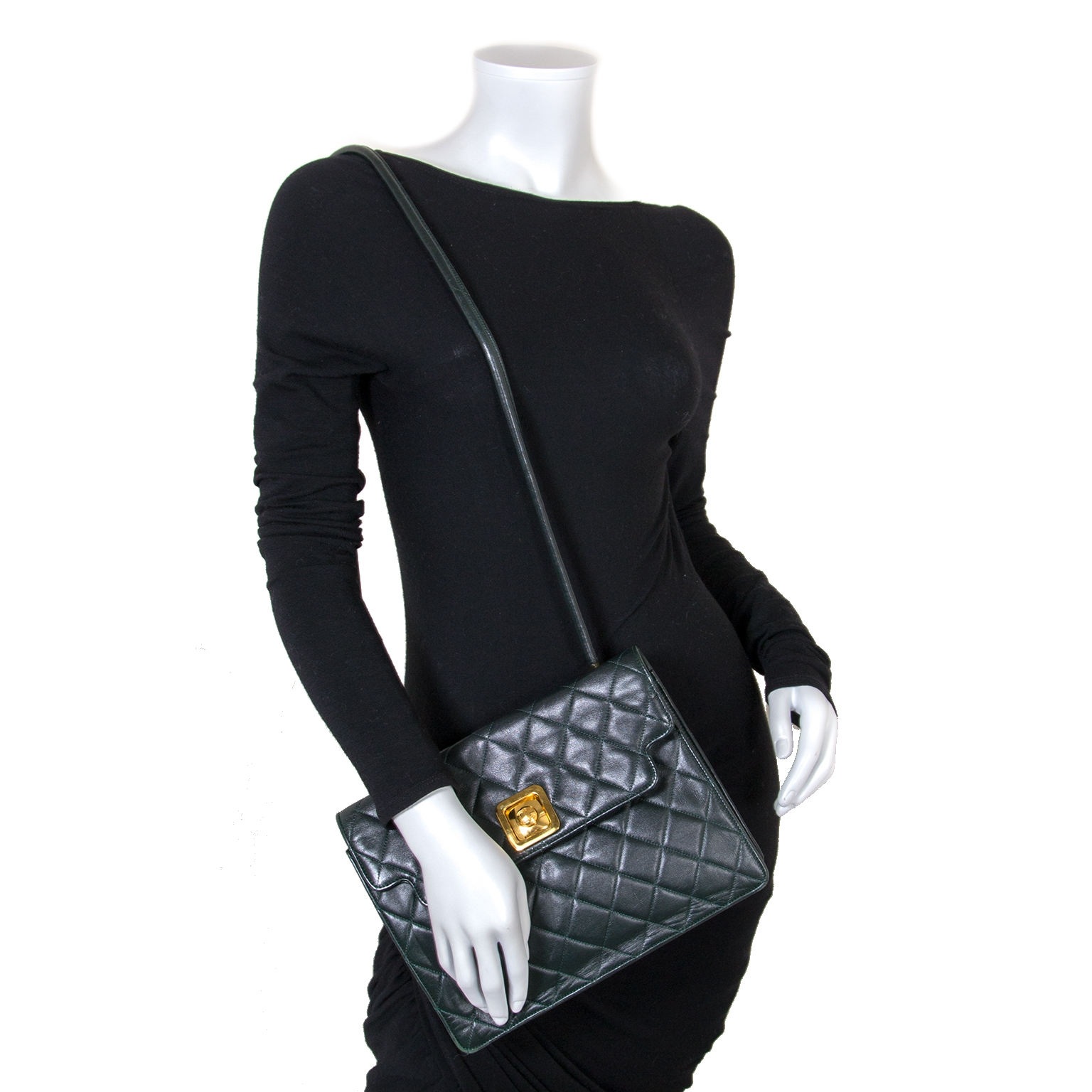 1ec2e7da5d6d3a ... sale for the best price at Labellov secondhand luxury Koop en verkoop  uw authentieke Chanel Dark Green Vintage Shoulder Bag