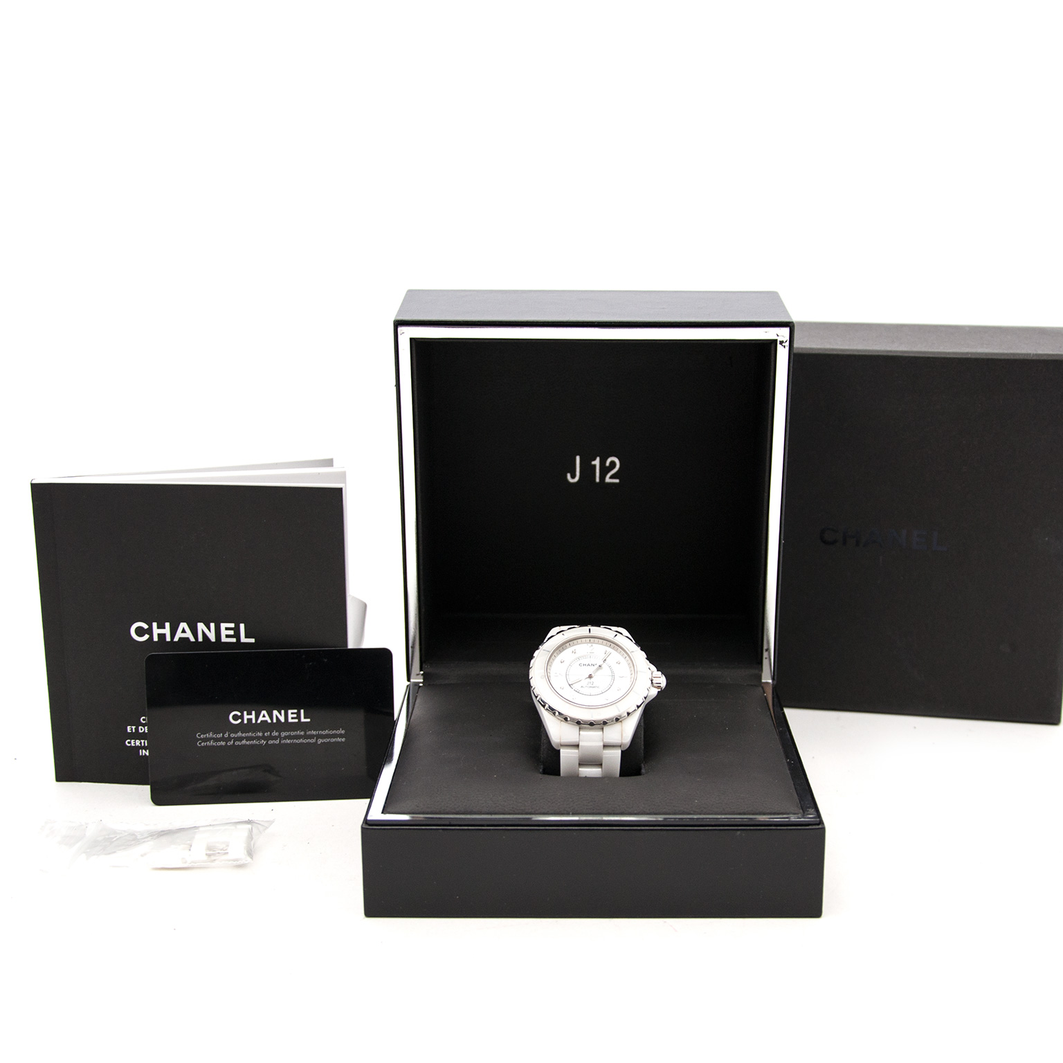 Koop uw Chanel Witte Caramische Horloge nu bij labellov.com tegen de beste prijs