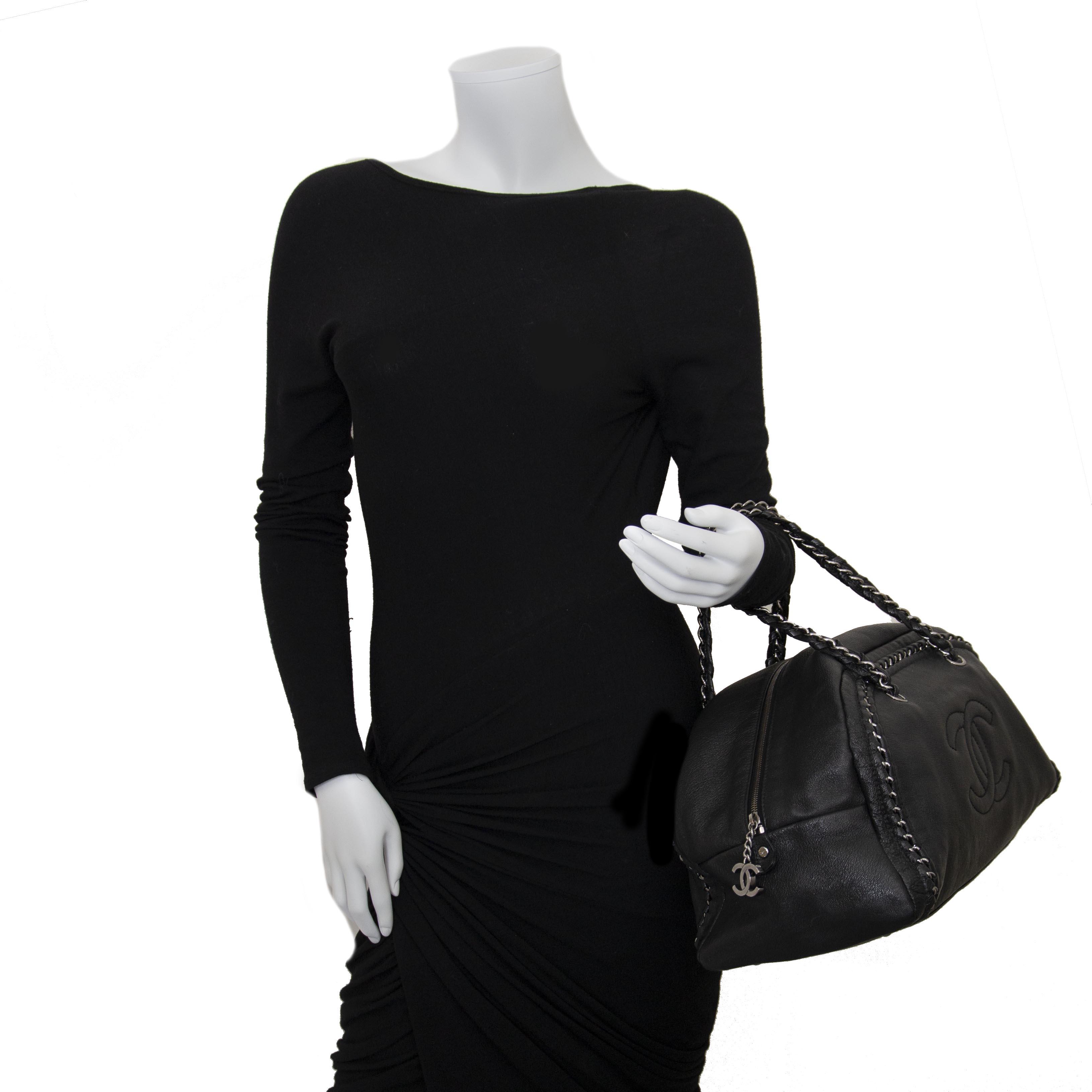 chanel zwarte leder bowling tas nu te koop bij labellov vintage mode webshop aan de laagste prijs