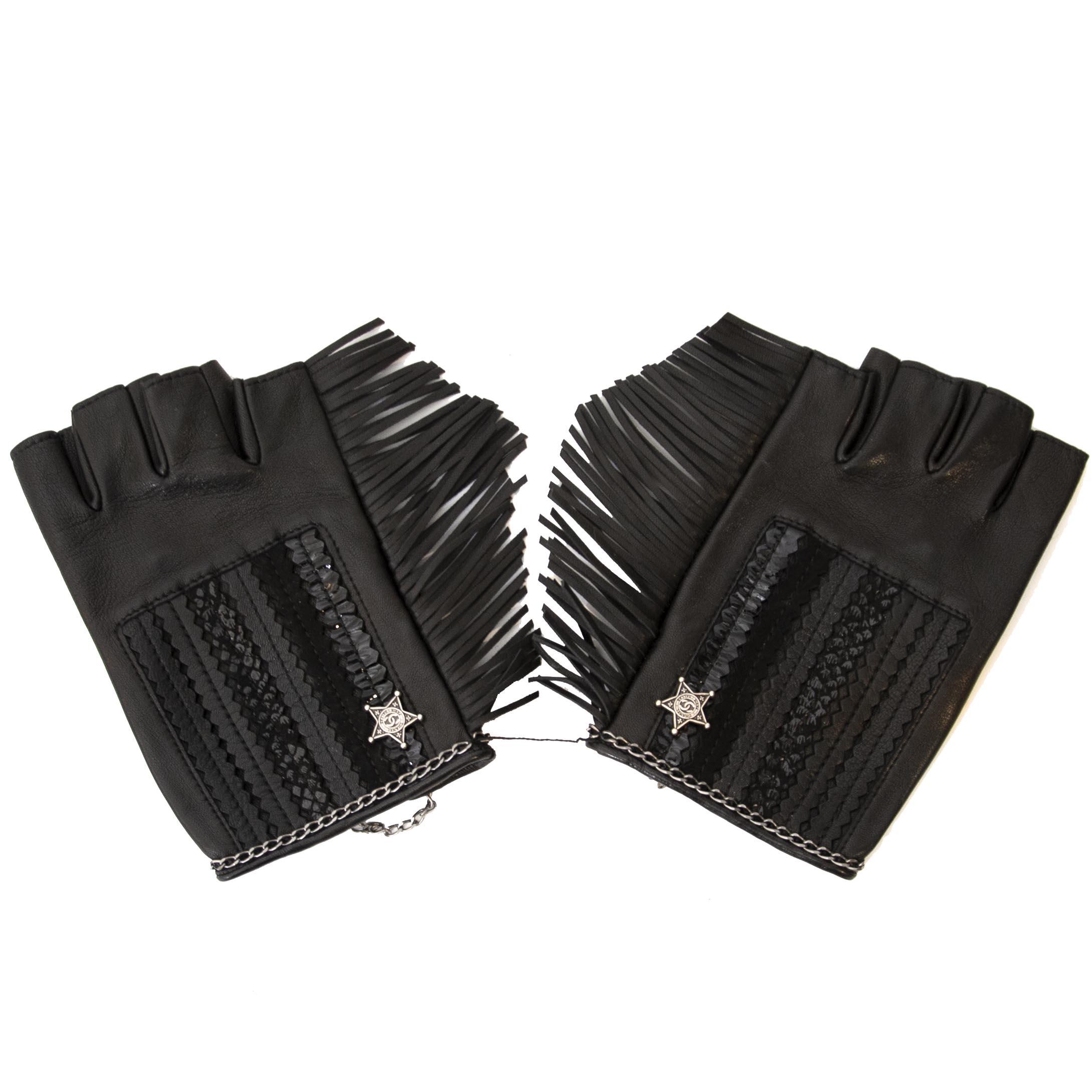 fccb5e62e Shop safe and Koop tweedehands Chanel handschoenen online bij LabelLOV,  shop veilig online.