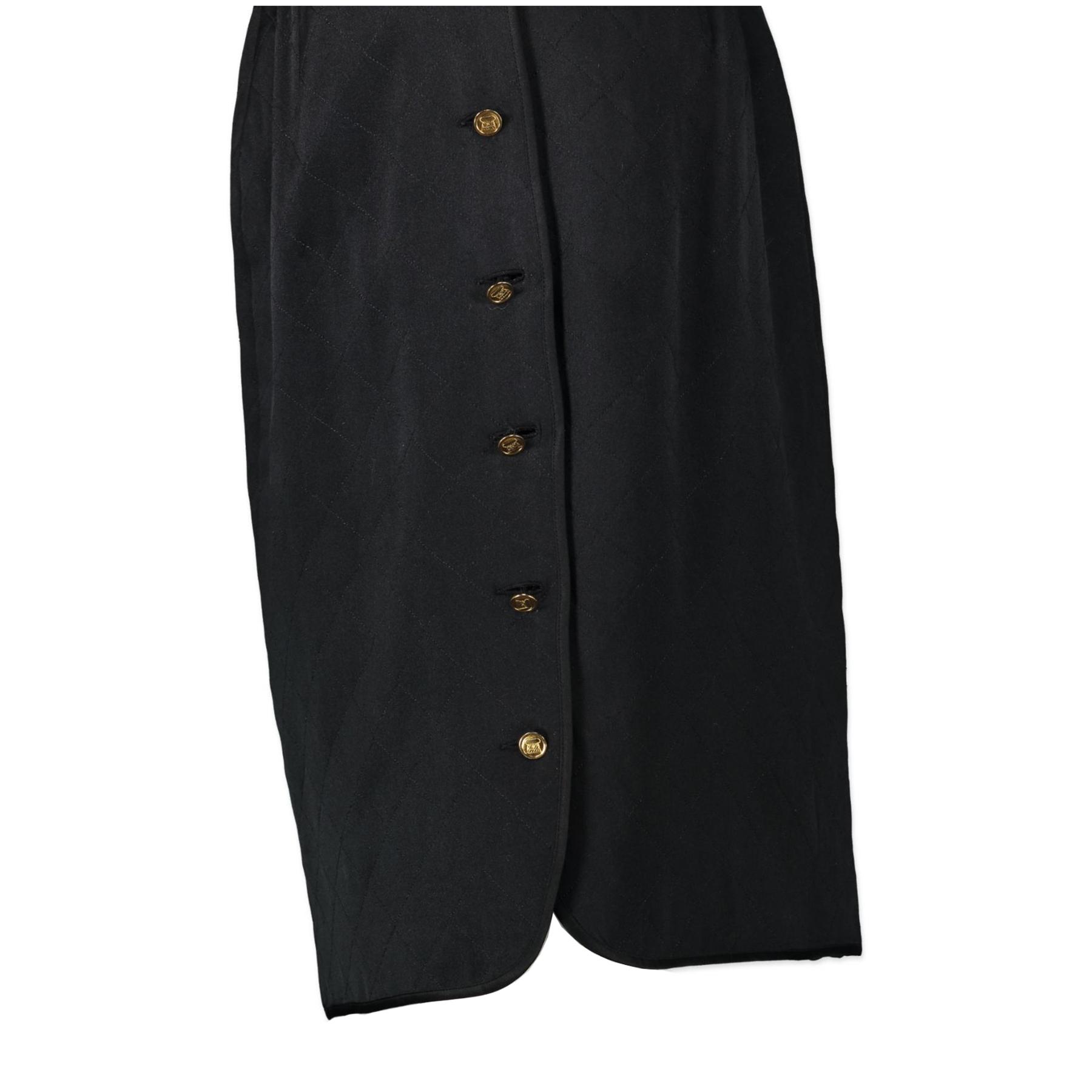 Koop authentieke Chanel Black Quilted Satin Skirt aan de juiste prijs in alle veiligheid LabelLOV luxe merken webshop
