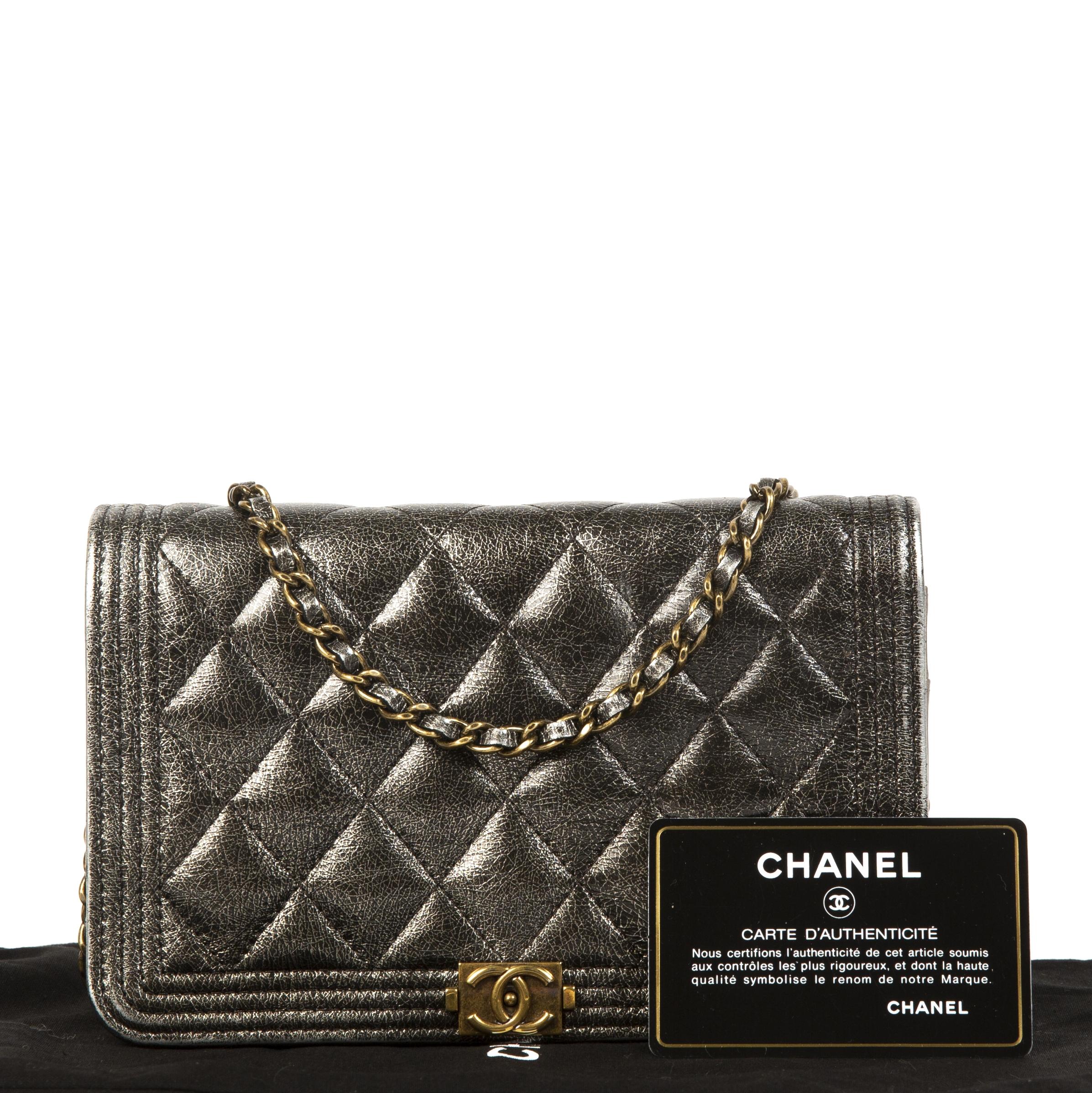 acheter en ligne seconde main Chanel Boy Wallet On Chain Metallic Grey WOC Bag