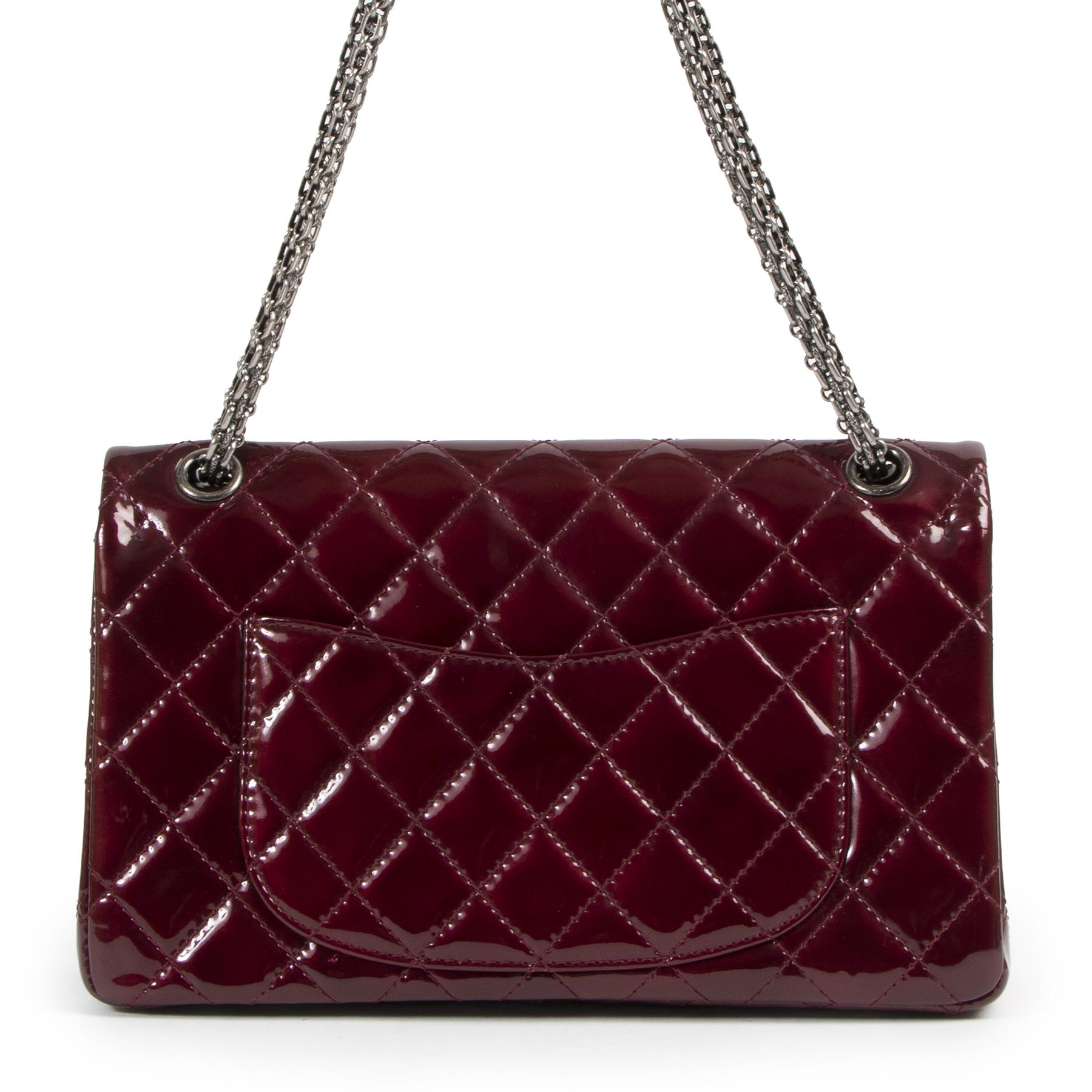 Chanel 2.55 Reissue 226 Patent Burgundy Flap Bag kopen en verkopen aan de beste prijs