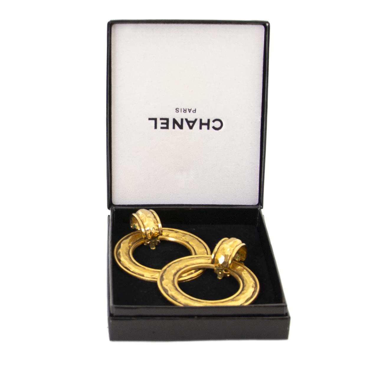 cdab45107646 ... Authentique vintage Chanel Golden Hoop Earrings achète en ligne webshop  LabelLOV