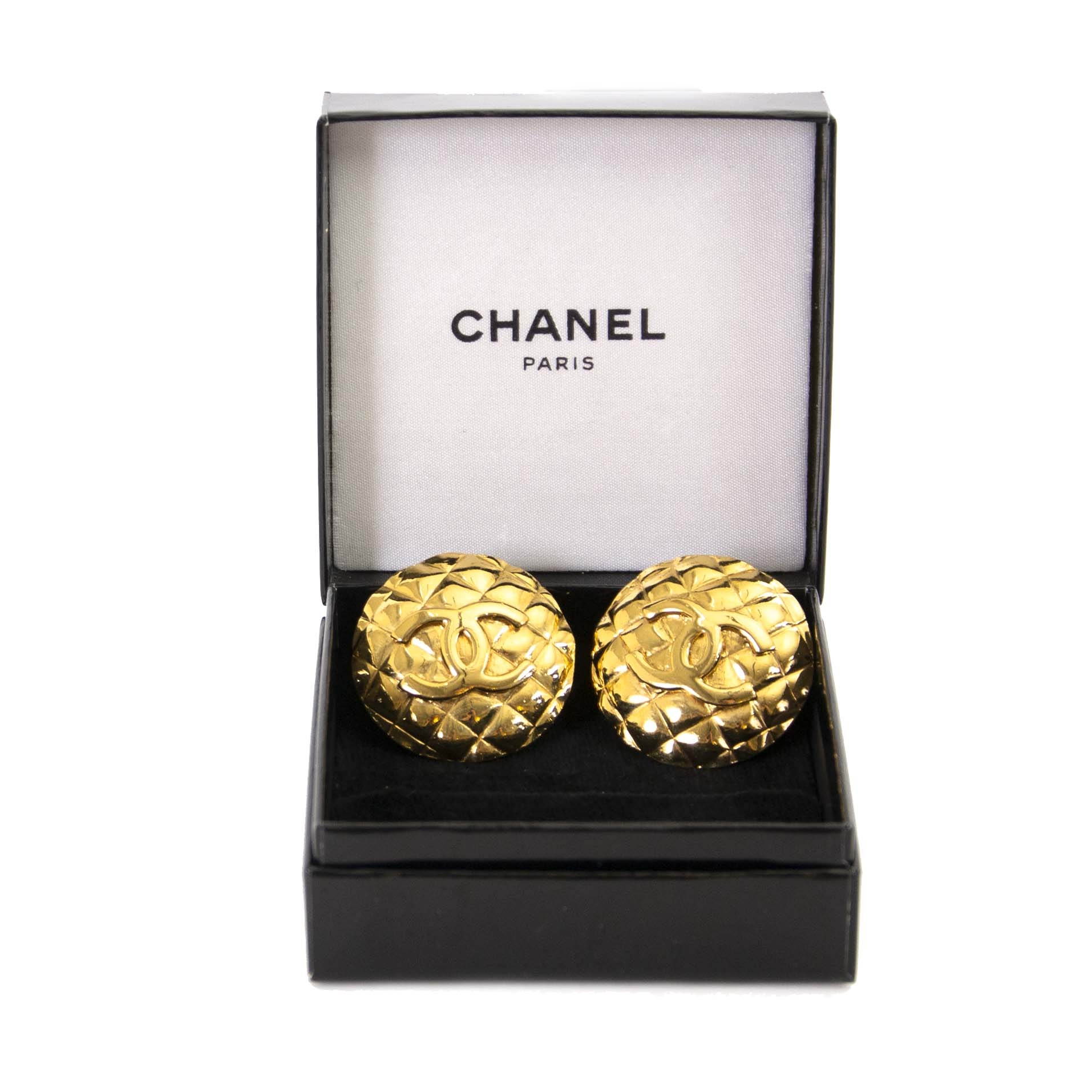 Authentique vintage Chanel golden logo clip on earrings achète en ligne webshop LabelLOV
