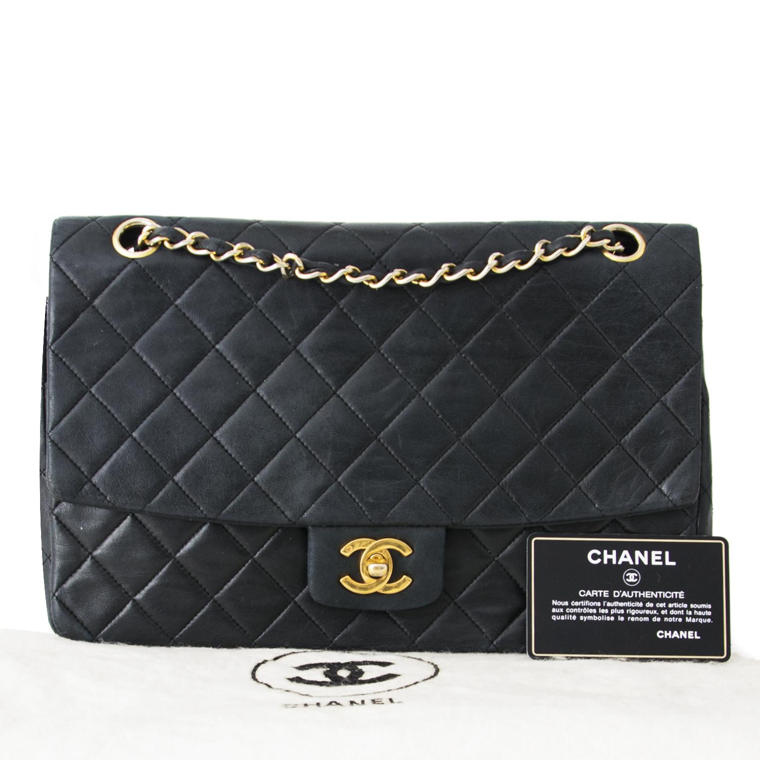 a8f6e81f4ed4 Veilig online winkelen Authentieke Chanel flap tas voor de juiste prijs bij  LabelLOV vintage webshop. Veilig online winkelen