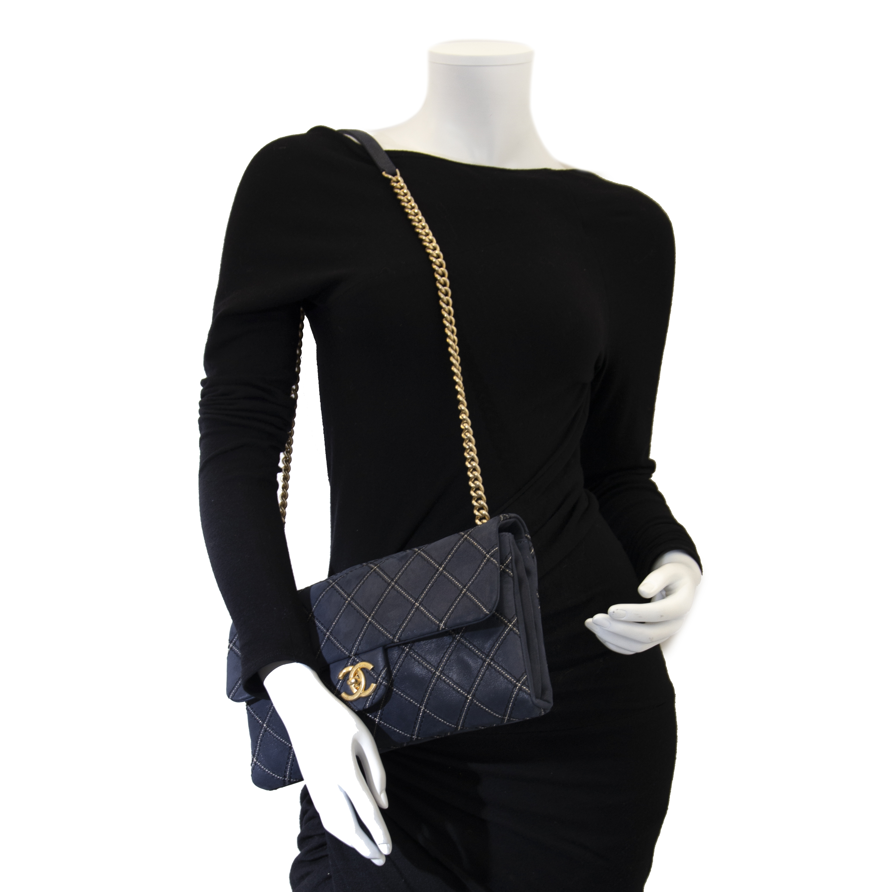 90999ad009f ... Chanel Dark Blue Flap Bag Buy authentic secondhand Chanel Handbags at  the right price at LabelLov