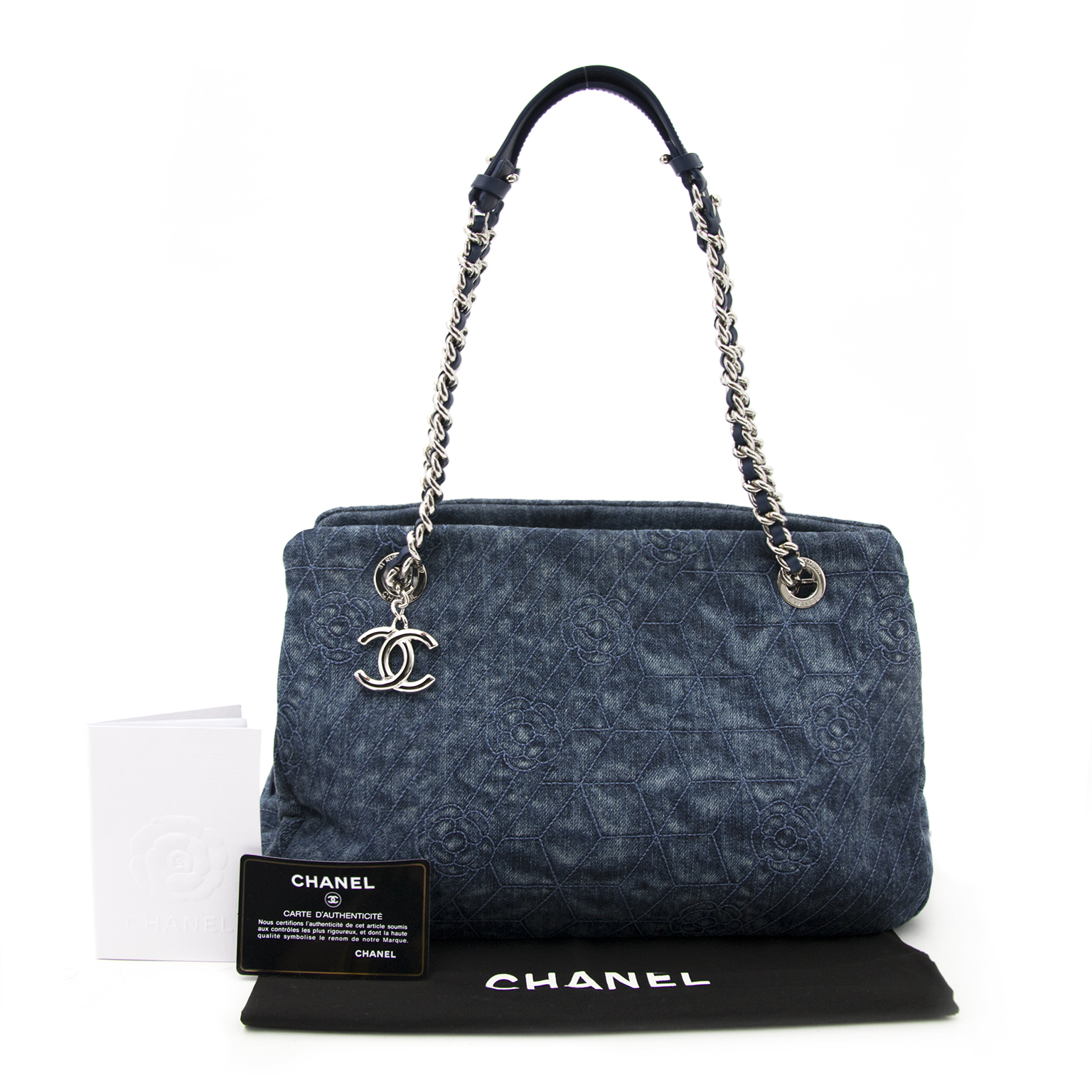 Shop safe online aan de beste prijs Chanel Denim Embroidered Camellia Shopper Tote Bag