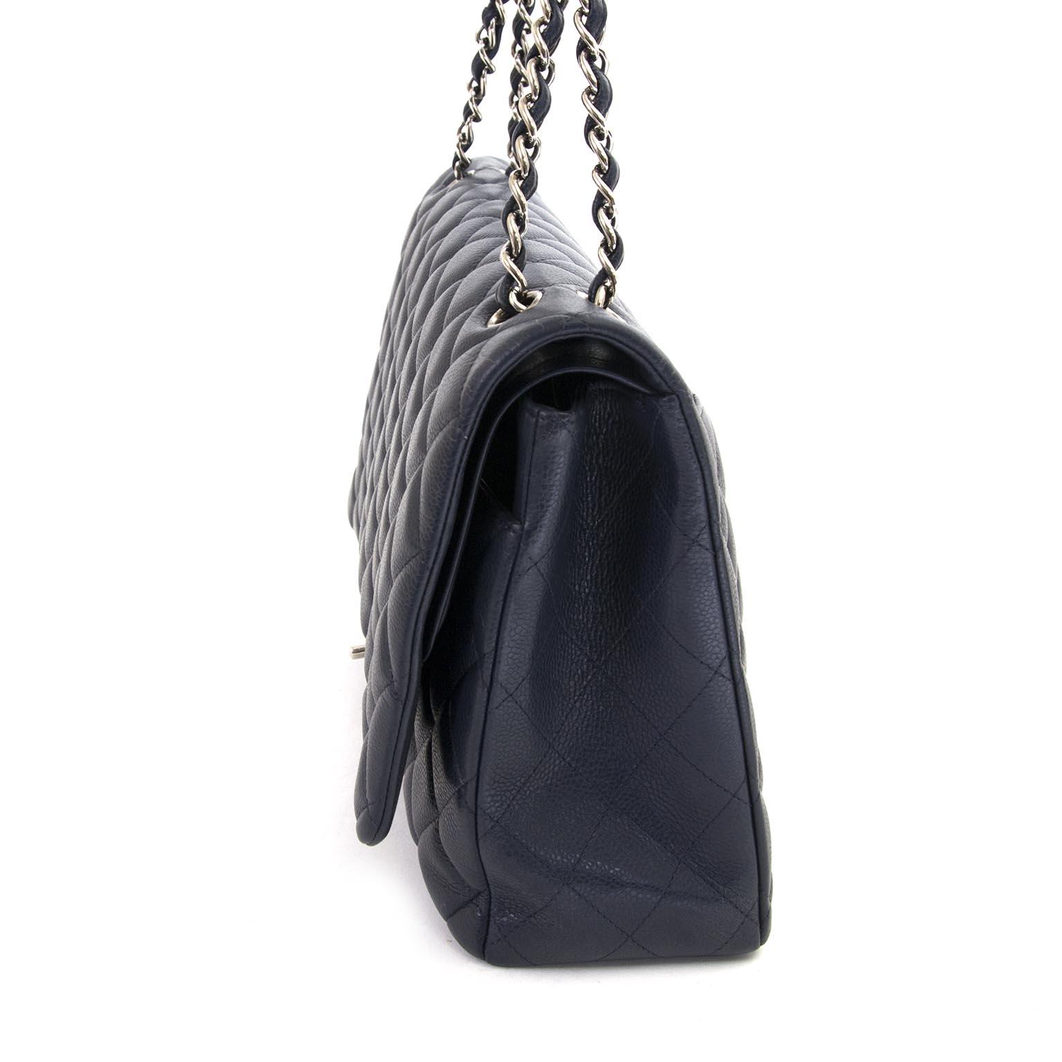 ahcetez Chanel Maxi Dark Blue Double Classic Flap Bag chez labellov et payez secure on ligne