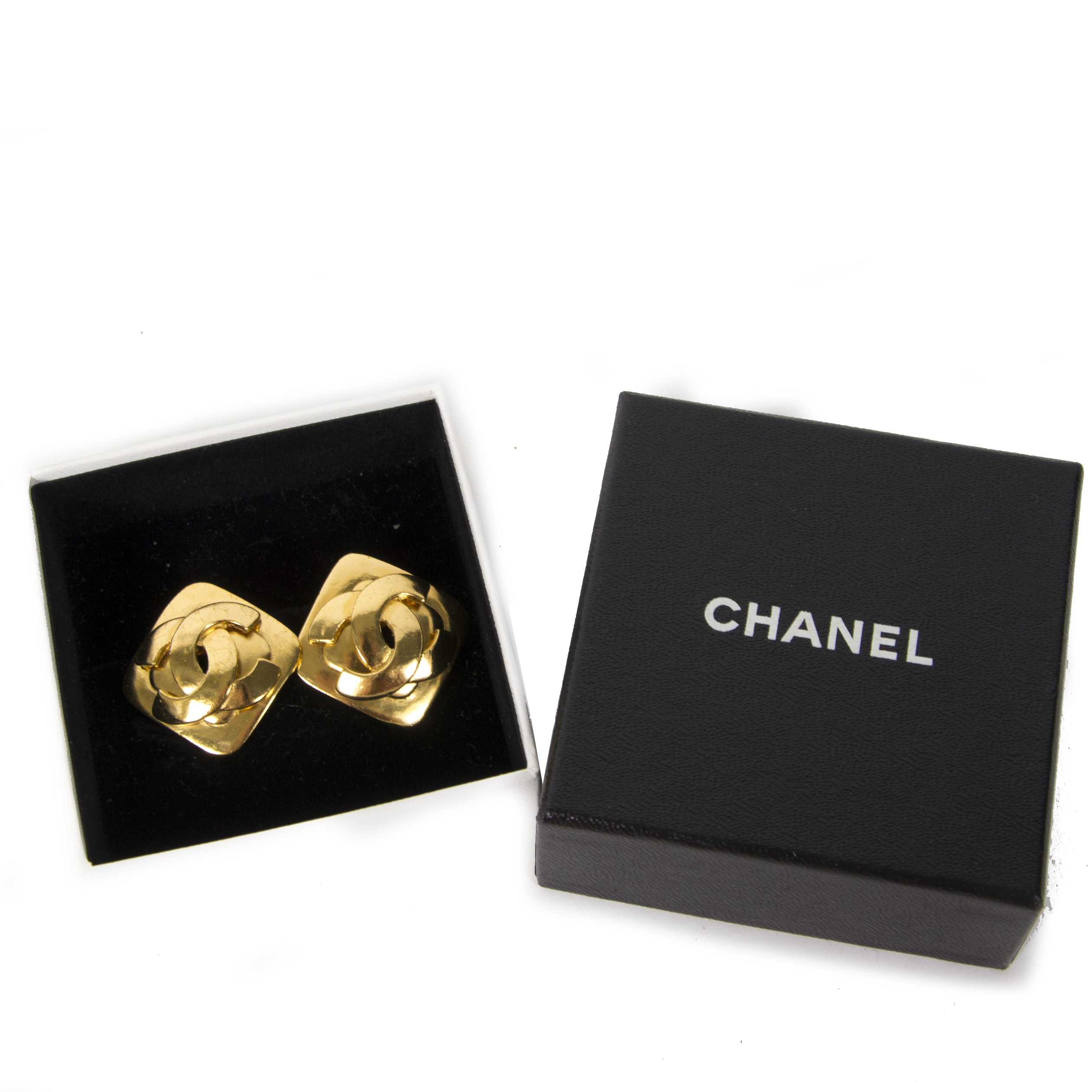 Chanel Gold Clip-on Earrings 2dehands