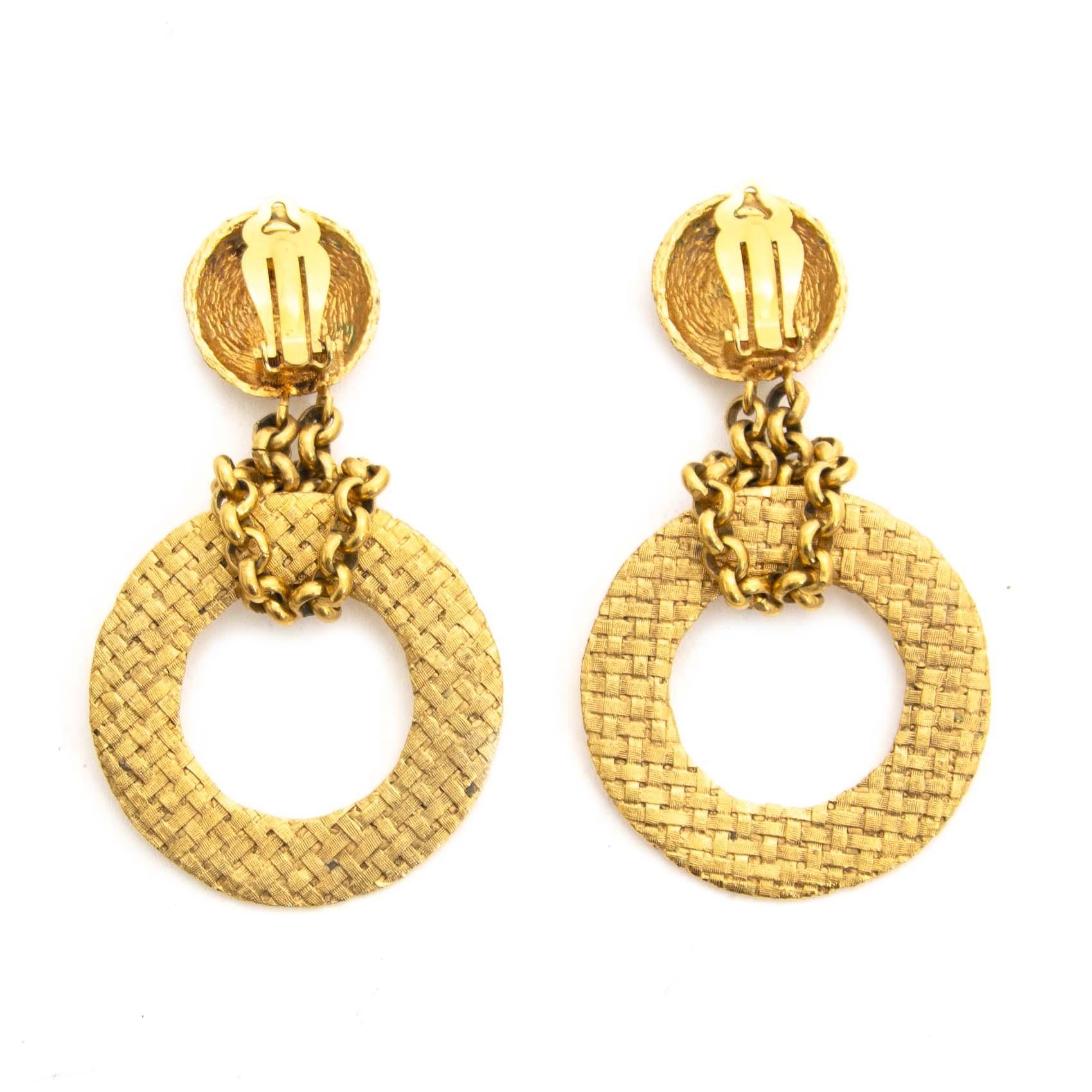 890f17c8b4d ... vintage jewellry Chanel Chain CC Gold Metal Clip-On Earrings kopen aan  de beste prijs bij Labellov