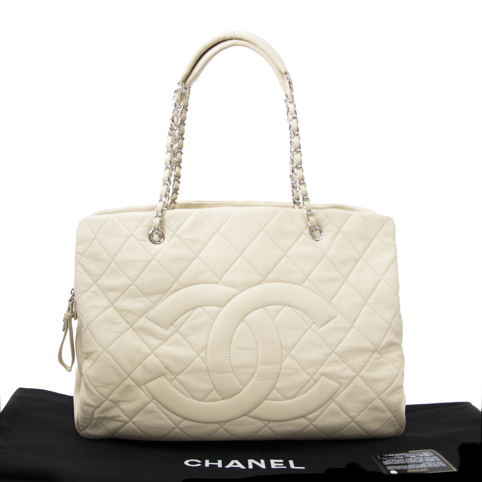 Chanel GST now safe and secure available on www.labellov.com at the best price.