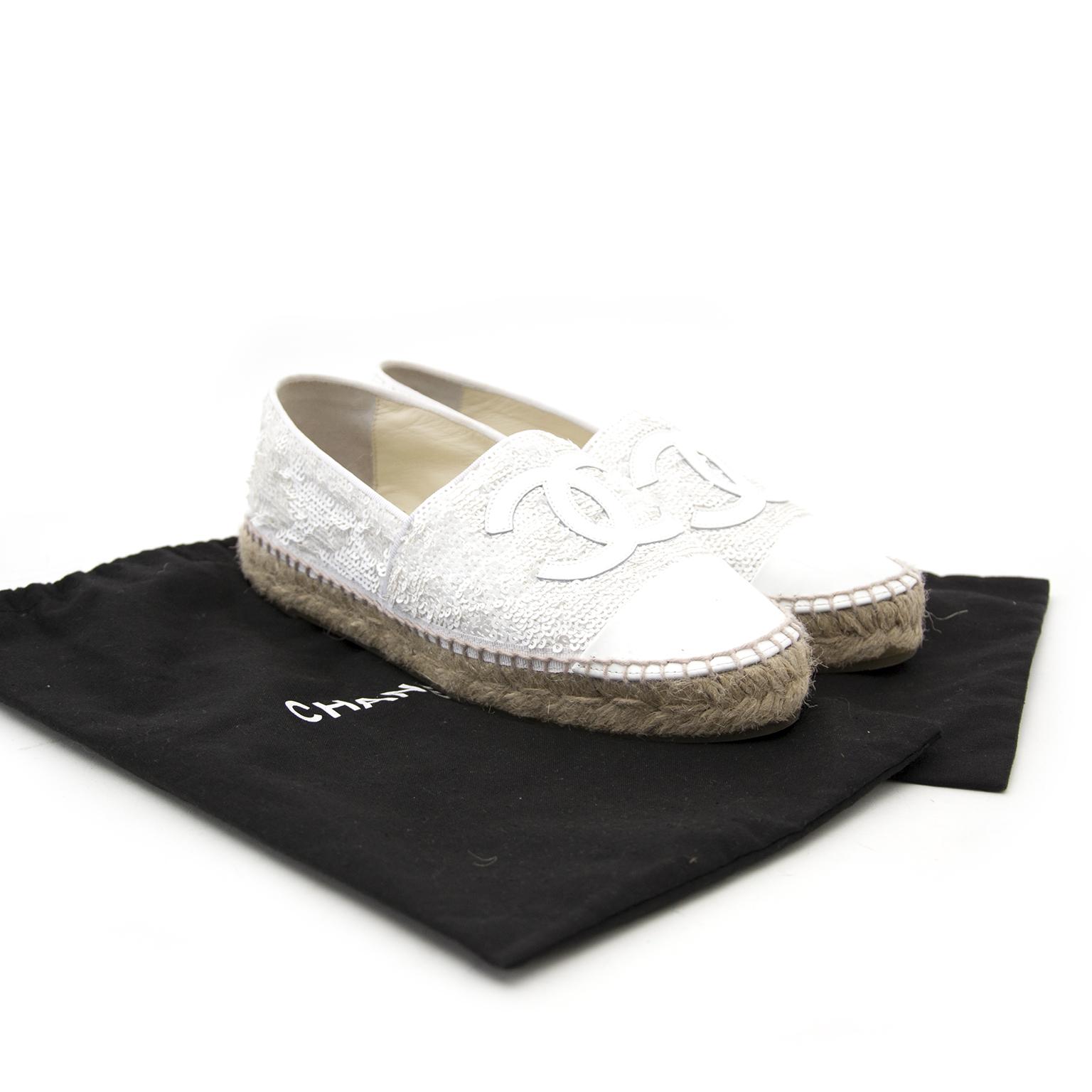 Acheter en ligne chez Labellov.com Chanel White Pailette Espadrilles - Size:36