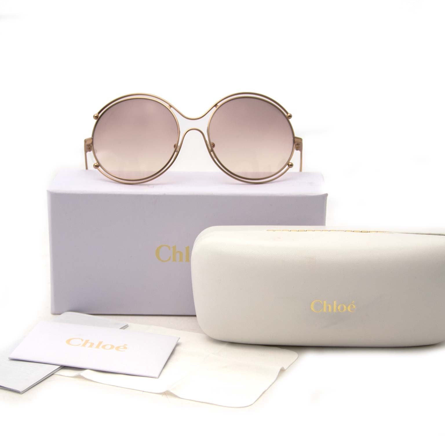 Chloé Isidora Rosé Round Sunglasses Buy authentic designer Chloé secondhand sunglasses at Labellov at the best price. Safe and secure shopping. Koop tweedehands authentieke Chloé zonnebril bij designer webwinkel labellov.