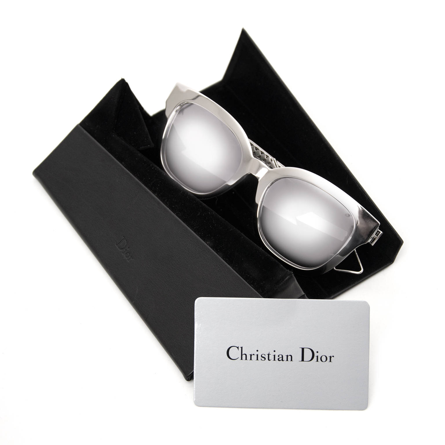 Koop tweedehands Dior zonnebrillen bij Labellov.com