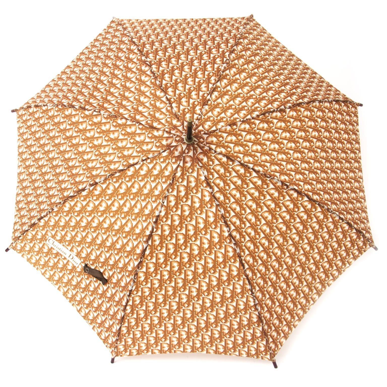 koop 2de hands Christian Dior Brown monogram  paraplu aan de beste prijs online webshop labellov.Com