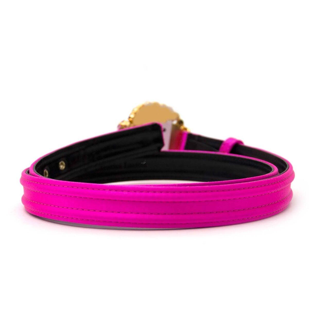 Koop authentieke tweedehands neon pink Christian Lacroix riem aan een eerlijke prijs bij LabelLOV. Veilig online shoppen.