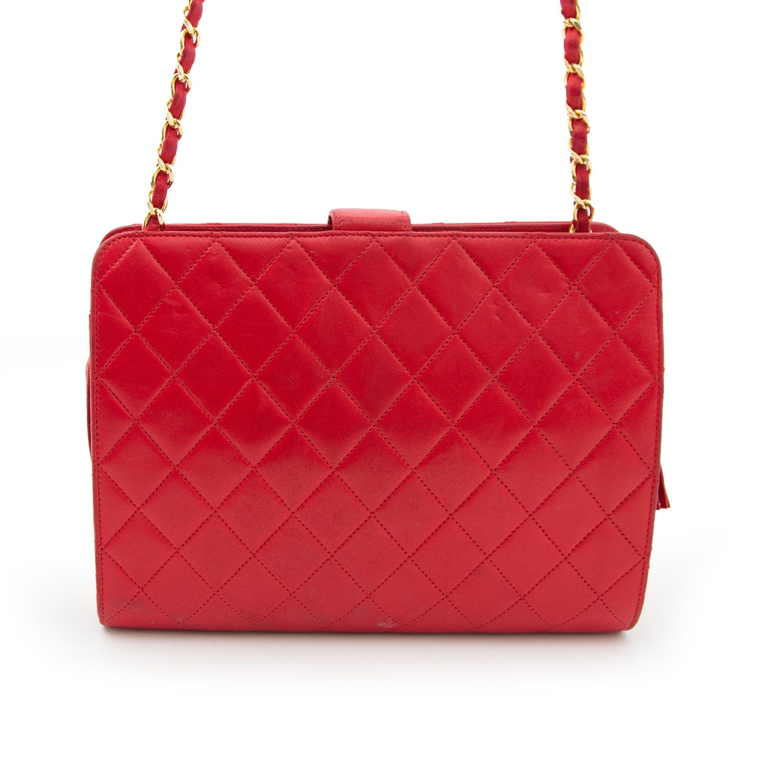 Acheter en ligne chez Labellov.com Chanel Red Quilted Shoulder Bag