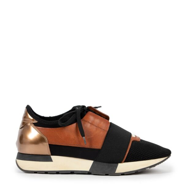 Balenciaga Race Runner Black Brown Sneakers - Size 39 available at Labellov Luxury in store but also online at our webshop. Come by at our showroom in Antwerp.