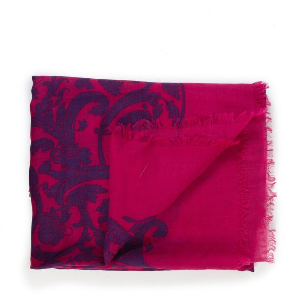 Shop safe online 100% authentic second hand Loewe Pink Silk Cashmere Scarf at the right price at Labellov in Antwerp.