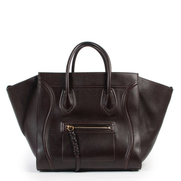 Sell or buy your designer items such as this Céline Luggage Phantom Brown Leather Bagle in good preloved condition. Buy or sell Céline items for a fair price online or in store at Labellov