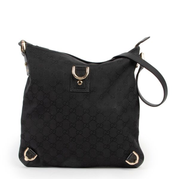 This Gucci Black Abbey D-ring GG Bag is available at Labellov for a good price and in very good condition online or in store.