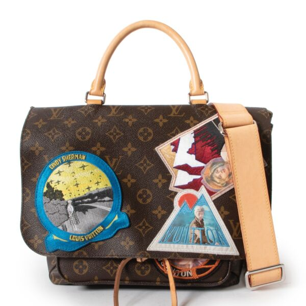 Shop safe online 100% authentic second hand Louis Vuitton Monogram Limited Edition Cindy Sherman Messenger Shoulder Bag in very good condition at the right price at Labellov in Antwerp.