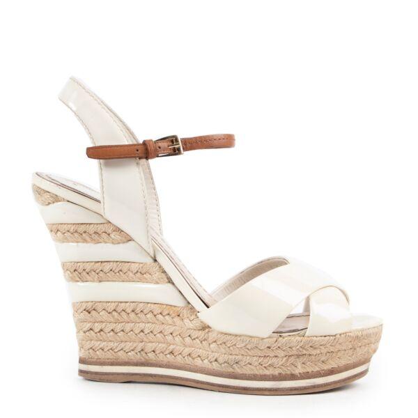acheter en ligne seconde hand Christian Dior Patent White Wedge Heels - size 38. skip the waiting list shop safe online Christian Dior Patent White Wedge Heels - size 38