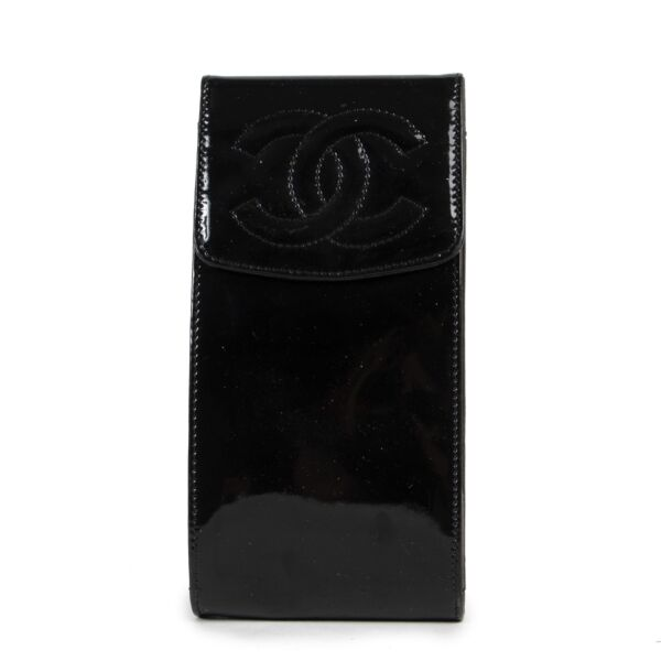 Chanel Black Patent Case now available at Labellov and ready to be bought. 100% authenticity guaranteed.