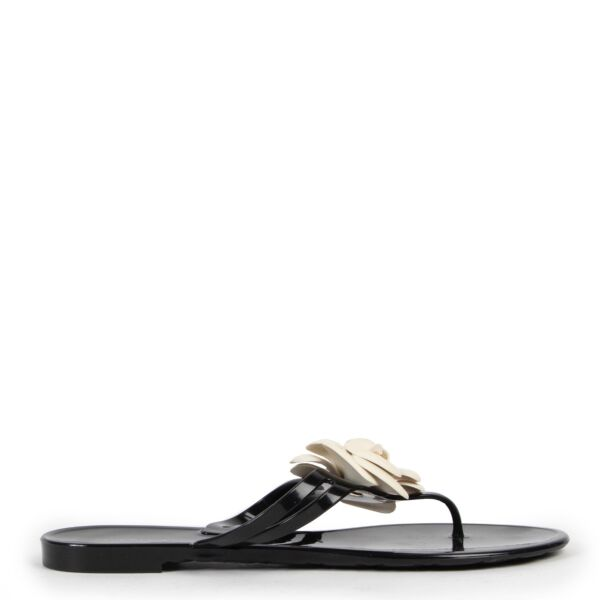 Shop safe online at Labellov in Antwerp these 100% authentic second hand Chanel Black Flower Sandals - Size 41