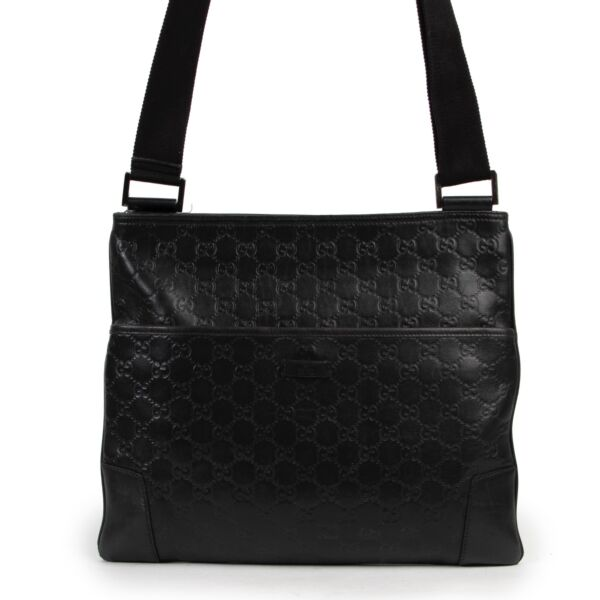 Shop safe online 100% authentic second hand Gucci Black Guccissima Messenger Bag in very good condition at Labellov in Antwerp.