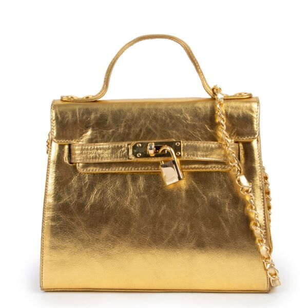 Shop safe online at Labellov in Antwerp this 100% authentic second hand Moschino Gold Leather Crossbody Bag