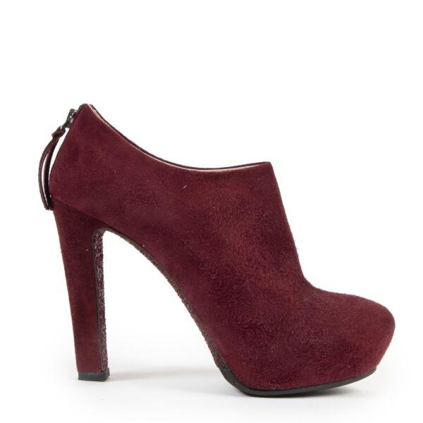 Authentieke Tweedehands Miu Miu Bordeaux Suede Ankle Booties - Size 38  juiste prijs veilig online shoppen luxe merken webshop winkelen Antwerpen België mode fashion