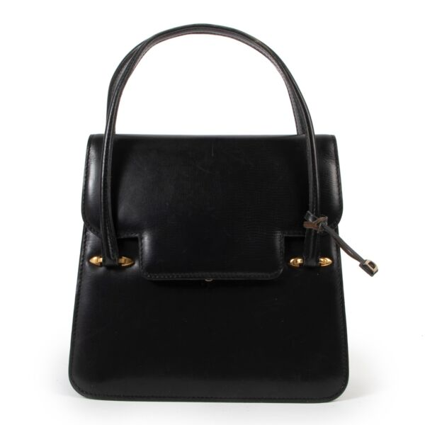 Buy this Delvaux Black Top Handle online or in store at Labellov Antwerp a luxury store that sells and buys secondhand items.