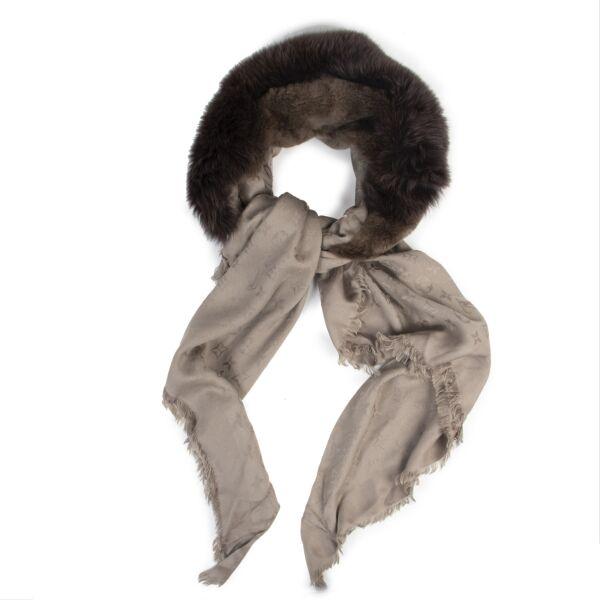 Authentic second-hand vintage Louis Vuitton Monogram V Fur Verone Shawl buy online webshop LabelLOV
